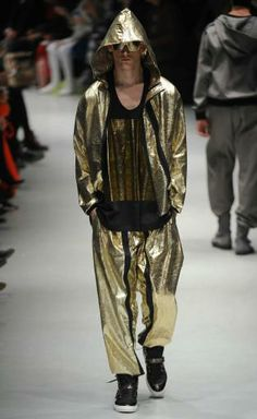 Metallics: A/W young men's catwalk trend flash Urban Fashion, Mens Fashion, Sports Games, Urban Style, Young Man, Winter Collection, Catwalk, Menswear, Hipster
