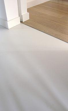 overgang houten vloer gietvloer - Google zoeken Living Tv, Living Room Modern, Home Living Room, Modern Flooring, Kitchen Flooring, Floor Design, House Design, Floor Decor, Living Room Inspiration