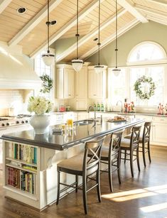 Traditional country kitchens are a design option that is often referred to as being timeless. Over the years, many people have found a traditional country kitchen design is just what they desire so they feel more at home in their kitchen. Beautiful Kitchens, Dream Kitchen, Kitchen Island Designs With Seating, Kitchen Remodel, Country Kitchen, Kitchen Island Design, Sweet Home, Home Kitchens, Kitchen Design