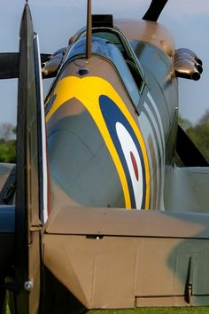 Supermarine Spitfire - the classic Battle of Britain version. Ww2 Aircraft, Fighter Aircraft, Military Aircraft, Air Fighter, Fighter Jets, Spitfire Supermarine, Spitfire Airplane, The Spitfires, Ww2 Planes