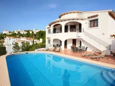 - Extra Large Pool/Sun Deck with BBQ and Shower