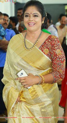 Beautiful Girl Indian, Most Beautiful Indian Actress, Indian Actress Hot Pics, Indian Actresses, Onam Saree, Beautiful Housewife, Aunty In Saree, Workout Guide, Curvy Women