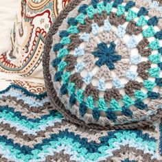 V-Stitch Crochet Ripple Afghan Pattern  http://www.petalstopicots.com/2014/10/v-stitch-crochet-ripple-afghan-pattern/