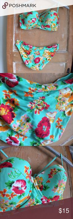 American eagle outfitters Hawaiian print bikini This super cute AEO bikini is a size large. It features a bustier style too and cute ruched bottoms. The turquoise color and bold Hawaiian style floral print is perfect for summer. The bottoms are size Large and the top is a 36 D. Thanks for looking! American Eagle Outfitters Swim Bikinis