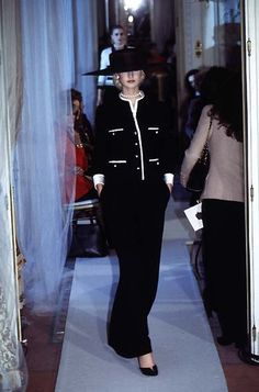 CHANEL | Automne-Hiver 1997 - Haute Couture by Karl Lagerfeld.