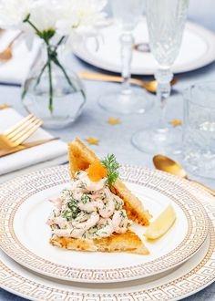 Toast with marinated salmon - Clean Eating Snacks Quick Recipes, Summer Recipes, Pain Au Levain, Marinated Salmon, Toast, Swedish Recipes, Skagen, Exotic Food, Brunch Buffet