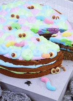 Schaurige Halloween Food-Ideen für deine Party - Calistas Traum Monster Party, Halloween, Birthday Cake, Desserts, Food, Favors, Birthday, Tailgate Desserts, Birthday Cakes