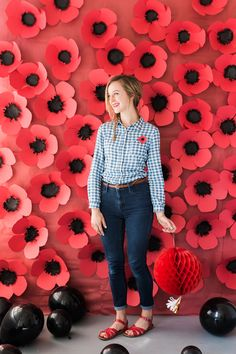 DIY paper poppy backdrop and pin backdrop flowers DIY Paper Poppy Backdrop - The House That Lars Built Paper Flowers Wedding, Paper Flowers Diy, Flower Crafts, Flower Diy, Flower Ideas, Flower Wall, Peony Flower, Flower Petals, Diy Backdrop