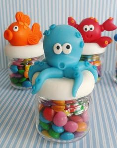 Inspire sua Festa ® | Blog Festa e Maternidade Ocean Party, Shark Party, Clay Jar, Troll Party, Under The Sea Party, Sweet 16 Parties, Mermaid Birthday, Baby Shark, Cold Porcelain