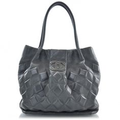 This is a beautiful and guaranteed authentic Chanel Sloan Square Tote from the 2008 Fall Collection.   This is made out of gray leather  with the iconic diamond shaped stitching.