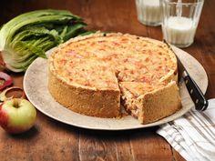Omenainen kinkkupiirakka Savoury Baking, Tasty, Yummy Food, Deli, Cheddar, Cheesecake, Dinner, Ethnic Recipes, Desserts