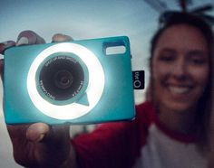 Shut up and shoot. A New 'Social Camera' that makes it easy to take pictures at any occasion | The Q Camera
