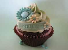 Who doesn't love yummy cupcakes?Cupcakes seem to be all the rage nowadays especially the ones decorated creatively.In elegant events like weddings or birthday Elegant Cupcakes, Pretty Cupcakes, Beautiful Cupcakes, Yummy Cupcakes, Baking Cupcakes, Cupcake Cookies, Cupcake Recipes, Cupcake Art, Drink Recipes