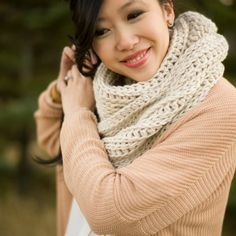 This luxurious and lightweight cowl drapes beautifully! The knitted v look is achieved through crochet with this free pattern! thanks Ami lady (great blog) xox