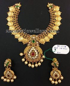Latest Collection of best Indian Jewellery Designs. Indian Wedding Jewelry, Indian Jewelry, Bridal Jewelry, Jewelry Design Earrings, Mom Jewelry, Indian Jewellery Design, Jewellery Designs, Jewellery Sketches, Antique Necklace