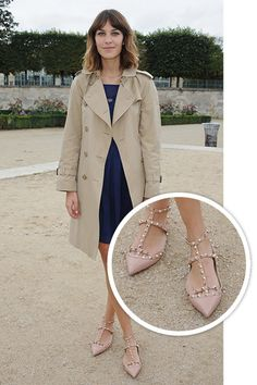 ALEXA CHUNG wears Valentino Rockstud flat shoes! The stunning combination of ladylike sophistication and contemporary edginess makes the Valentino Rockstud shoes the type to show off. On www.lindelepalais.com