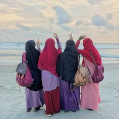 No photo description available. Niqab Fashion, Muslim Fashion, Fashion Muslimah, Beautiful Muslim Women, Beautiful Hijab, Hijab Style Dress, Hijab Outfit, Hijab Casual, Hijab Chic