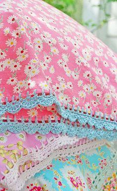 pillowcase with crochet trim Bubblegum Daisies by rosehip Crochet Pillow, Crochet Trim, Crochet Hooks, Free Crochet, Easy Crochet, Knit Crochet, Crochet Borders, Crochet Patterns, Crochet Edgings
