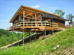 Detached Single Family Home on a Sloping Lot - Techno Metal Post Houses On Slopes, Pole House, Woodland House, Hillside House, Cliff House, Tree House Designs, House On Stilts, Beach Bungalows, Floating House