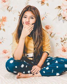 GetPics: Arishfa Khan Latest Top 30 Photos And Biography Stylish Photo Pose, Stylish Girls Photos, Stylish Girl Pic, Cute Girl Poses, Cute Girl Photo, Cute Girls, Smart Girls, Best Photo Poses, Girl Photo Poses