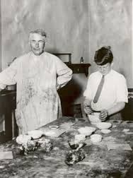 Thomas Edison with his son Charles. Charles would serve as the U. Secretary of the Navy, and the Governor of New Jersey. Alva Edison, Secretary Of The Navy, American Giant, Patent Drawing, American History, Family Photos, Famous People, Charles Charles, Folk