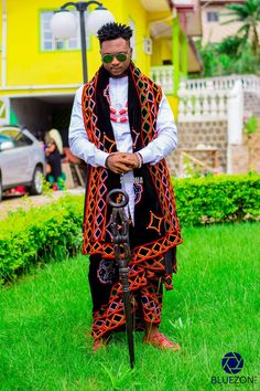 Sha Sha New designs drops her latest collection of Traditional Wedding Outfits for African couples. Traditional African Clothing, African Clothing For Men, Traditional Fashion, Traditional Outfits, Nigerian Men Fashion, African Print Fashion, Fashion Prints, African Attire, African Wear