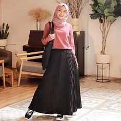 Discover recipes, home ideas, style inspiration and other ideas to try. Hijab Casual, Ootd Hijab, Girl Hijab, Modern Hijab Fashion, Muslim Women Fashion, Style Outfits, Fashion Outfits, Hijab Mode Inspiration, Hijab Stile