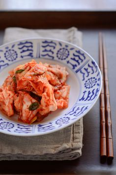 Green cabbage kimchi is much simpler to make than most traditional cabbage kimchi. Its crunchiness and the sweetness is just perfect to enjoy. Green Cabbage Kimchi Recipe, Cabbage Recipes, Korean Dishes, Korean Food, Korean Bbq, Korean Street, Asian Recipes, Ethnic Recipes, Asian Foods