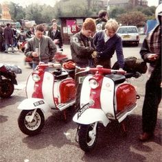 Retro Scooter, Lambretta Scooter, E Scooter, Airbrush Art, Mod Fashion, Woodstock, Cars And Motorcycles, Working Class, Vehicles