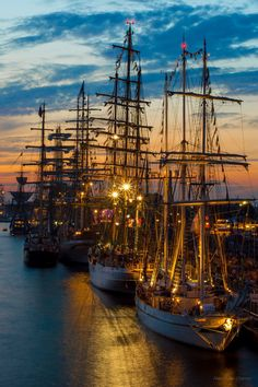 The tall ships races 2013 Szczecin, Poland By Alexander Uljanov. Bateau Pirate, Old Sailing Ships, Photos Voyages, Sail Away, Set Sail, Tall Ships, Water Crafts, Scenery, Yachts