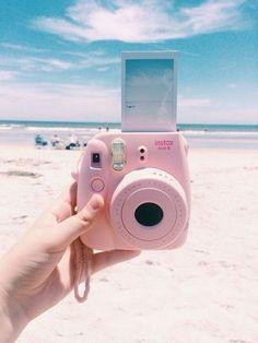 Rosa Polaroid am Strand // ♡ Interesse: Ashshila - Instax & more - Polaroid Foto, Polaroid Instax, Instax Mini Camera, Pink Polaroid Camera, Fujifilm Instax Mini, Tumblr Polaroid, Fuji Polaroid, Beach Aesthetic, Summer Aesthetic