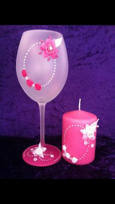 Hand painted wine glass Bridal Wine Glasses, Fun Wine Glasses, Diy Glasses, Decorated Wine Glasses, Hand Painted Wine Glasses, Wine Glass Crafts, Wine Bottle Crafts, Vases, Decoupage