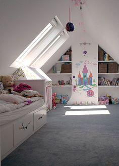Con estas encantadoras habitaciones abuhardilladas para niños tendrás suficiente inspiración para comenzar a proyectar la tuya.