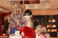 ジュエリーはサマンサティアラで紗栄子さんが魅せるクリスマスコーデ