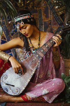 spiritsgambad: indonesianmodels: Advina Ratnaningsih by Nicoline Patricia Malina Synesthesy with a forgotten Moment III