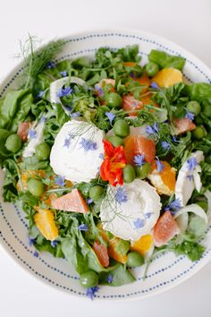 a fresh summer salad recipe with fennel, citrus, edible flowers, and more | recipe via coco kelley