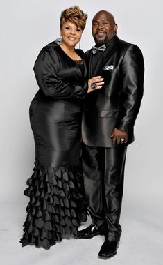 NAACP Image Awards – Portraits Singer Tamela Mann and husband David Mann pose for a portrait during the NAACP Image awards held at The Shrine Auditorium on February 2010 in Los Angeles, California. Black Celebrity Couples, Black Love Couples, Celebrity Photos, Cute Couples, Older Couples, Celebrity Babies, Celebrity Style, My Black Is Beautiful, Beautiful People