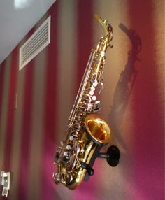 Wall mounted sax stand http://locoparasaxo.com/