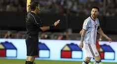 Lionel Messise perderá cuatro de los cinco últimos partidos deArgentinapor las eliminatorias mundialistas tras ser sancionado el martes por laFIFApor insultar a un juez de línea la semana pasada en ...