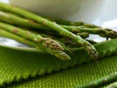 Velouté d'asperges : Recette de Velouté d'asperges - Marmiton 20 Min, Asparagus, Green Beans, Vegetables, Food, Diet, Corona, Drizzle Cake, Cooking Recipes