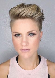 Want to try an undercut but don't know where to start? Take a look at these trendiest women's undercut hairstyles and take your pick! Pixie Undercut, Best Undercut Hairstyles, Undercut Women, Pixie Hairstyles, Short Hairstyles For Women, Pixie Haircuts, Undercut Styles, Modern Hairstyles, How To Style Undercut