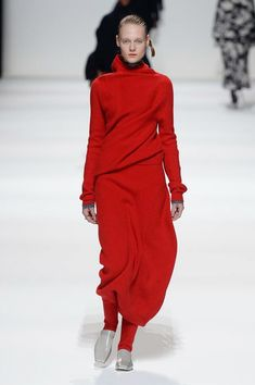 The complete Jil Sander Fall 2018 Ready-to-Wear fashion show now on Vogue Runway.