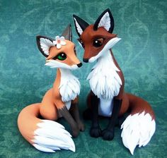 Polymer Clay Fox Cake Topper by DragonsAndBeastiesFox Cake Topper by DragonsAndBeasties - I would love to do something like this - they'd make for nice souvenirs at weddings.Fox Cake Topper by dragons and Beastie If i ever get married. Polymer Clay Kunst, Polymer Clay Figures, Polymer Clay Sculptures, Polymer Clay Animals, Cute Polymer Clay, Cute Clay, Polymer Clay Projects, Polymer Clay Charms, Polymer Clay Creations