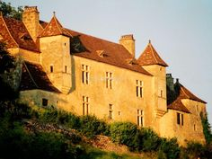 Join our team restoring a wonderful chateau in Mauzens-Miremont, France - workaway.info