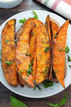 Munch on these healthy and extra crispy sweet potato wedges Made by Bakerbynature Ingredients 2 large sweet potatoes, peeled (or unpeeled, if you like. Sweet Potato Wedges Oven, Sweet Potato Slices, Vegetable Recipes, Vegetarian Recipes, Healthy Recipes, Potato Recipes, Vegetable Sides, Top Recipes, Simple Recipes