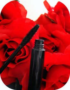 Build up a pair of big, beautiful lashes with our mineral mascara!  Our all-natural formula is cuts out all those nasty chemicals, perfumes, dyes, and micronized minerals, leaving you with glamorous, guilt free set of peepers!  This mascara is not water-proof, however it is water resistant.  You will receive a 10ml tube of the color you choose.    CRUELTY FREE! None of our products, not the ingredients used to make them, are ever tested on animals. VEGAN FRIENDLY.   Ingredients: Distilled…