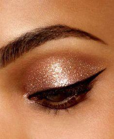 Eye Makeup Glitter, Liquid Glitter Eyeshadow, Stila Glitter And Glow, Glitter Make Up, Makeup Eyeshadow, Sparkly Eyeshadow, Eyeshadow Palette, Iridescent Eyeshadow, Gold Eyeshadow Looks