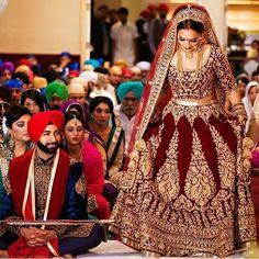 Indian Bridal Lengha Brides Outfit Ideas There are different rumors about the history of the wedding dress; Indian Bridal Outfits, Indian Bridal Lehenga, Indian Bridal Fashion, Indian Bridal Wear, Asian Bridal, Bridal Lenghas, Sikh Wedding Dress, Wedding Lehnga, Bridal Dresses