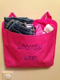 Make your mornings a breeze by getting those clothes ready the night before or get a week's worth of oh snap pockets and plan the whole  week.  These can be personalized to fit your needs at www.mythirtyone.com/suzzannenellis