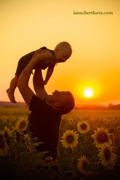 Фото на закате, папа и сын, фотосессия в поле посолнуха